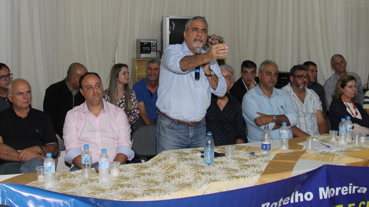 O deputado Christino Áureo foi homenageado pelo prefeito de São José do Ubá pelo empenho em liberar recursos para o programa Rio Rural.