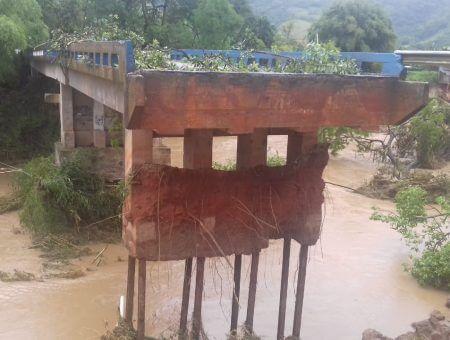 Equipes do governo do estado trabalham para minimizar prejuízos com a chuva