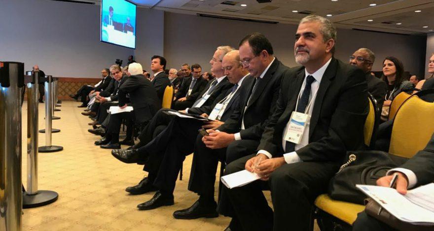 Diálogo do governo estadual com o setor de óleo e gás através de leilão do petróleo, com garantia de estabilidade regulatória, contribui para bônus recorde.