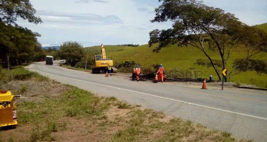 O Departamento de Estradas e Rodagem (DER-RJ) iniciou as obras de recuperação da RJ-106, no trecho de Cabiúnas, em Macaé, região norte do Estado.