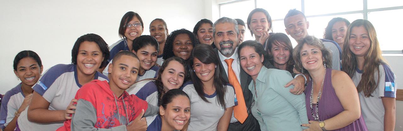 O deputado Christino Áureo trabalha pela geração de empregos, agricultura sustentável, educação e segurança no Estado do Rio de Janeiro.