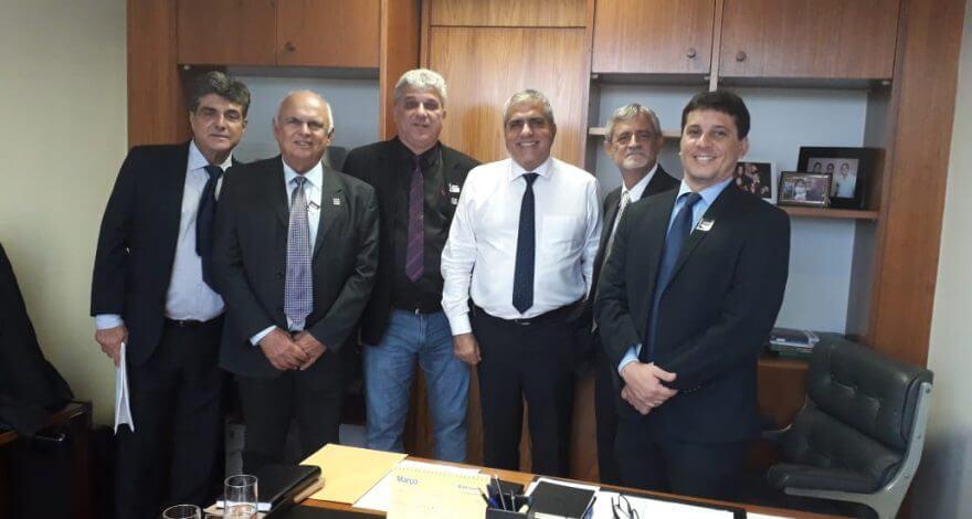 O deputado Chrstino Áureo recebeu prefeitos do Norte e Noroeste Fluminense a fim de discutir medidas em prol do produtor de leite fluminense.