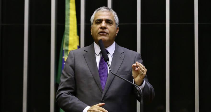 Deputado Christino Áureo trabalha para garantir que o aeroporto de Macaé permanecesse no Bloco Sudeste. Obra foi destaque no leilão da ANAC.