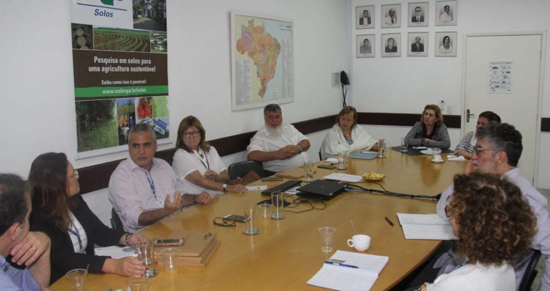 Christino Áureo visitou a unidade da Embrapa, no RJ.