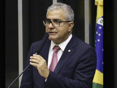 Christino comemora promulgação de PEC que beneficia estados, municípios e Distrito Federal